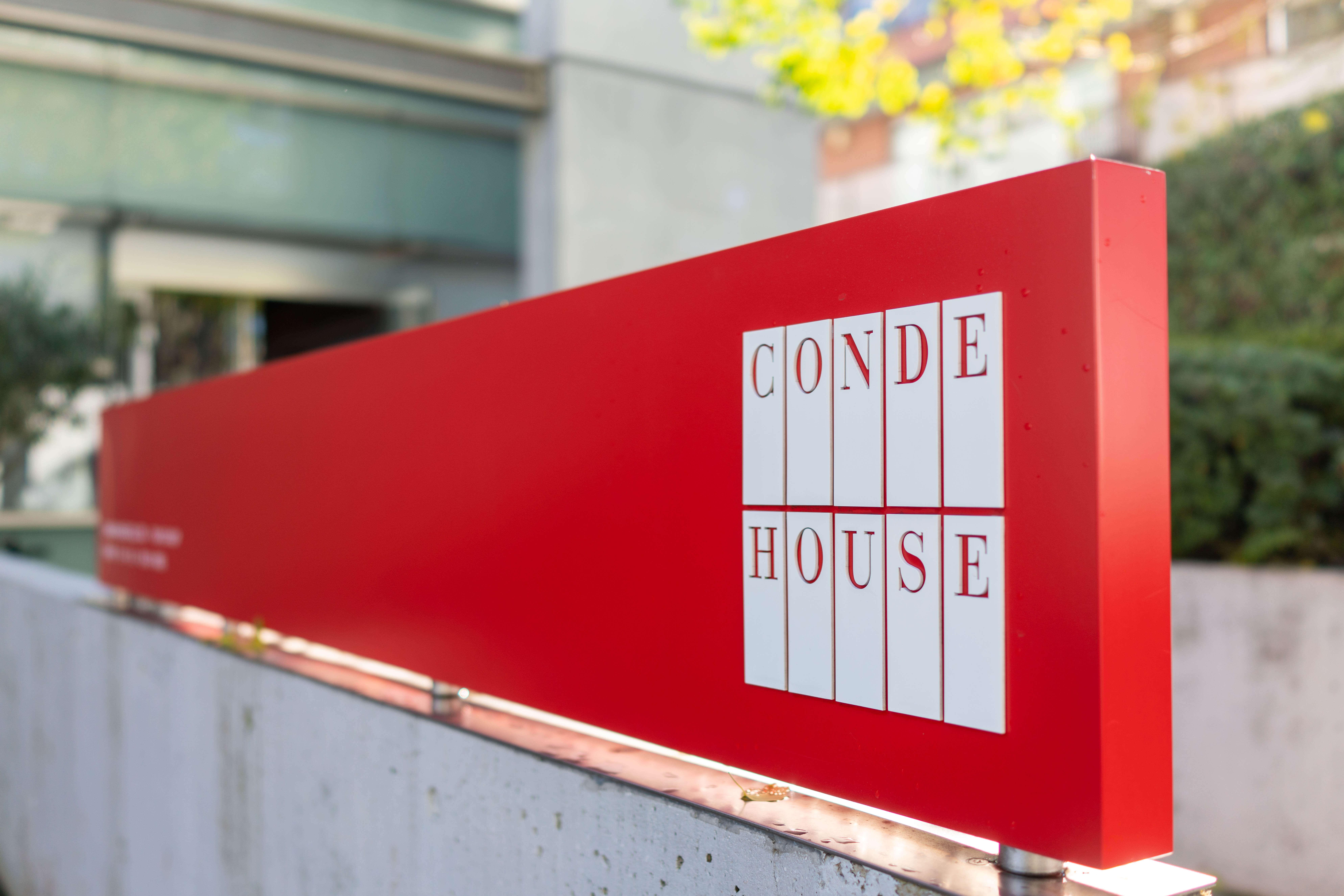 CONDE HOUSEの看板