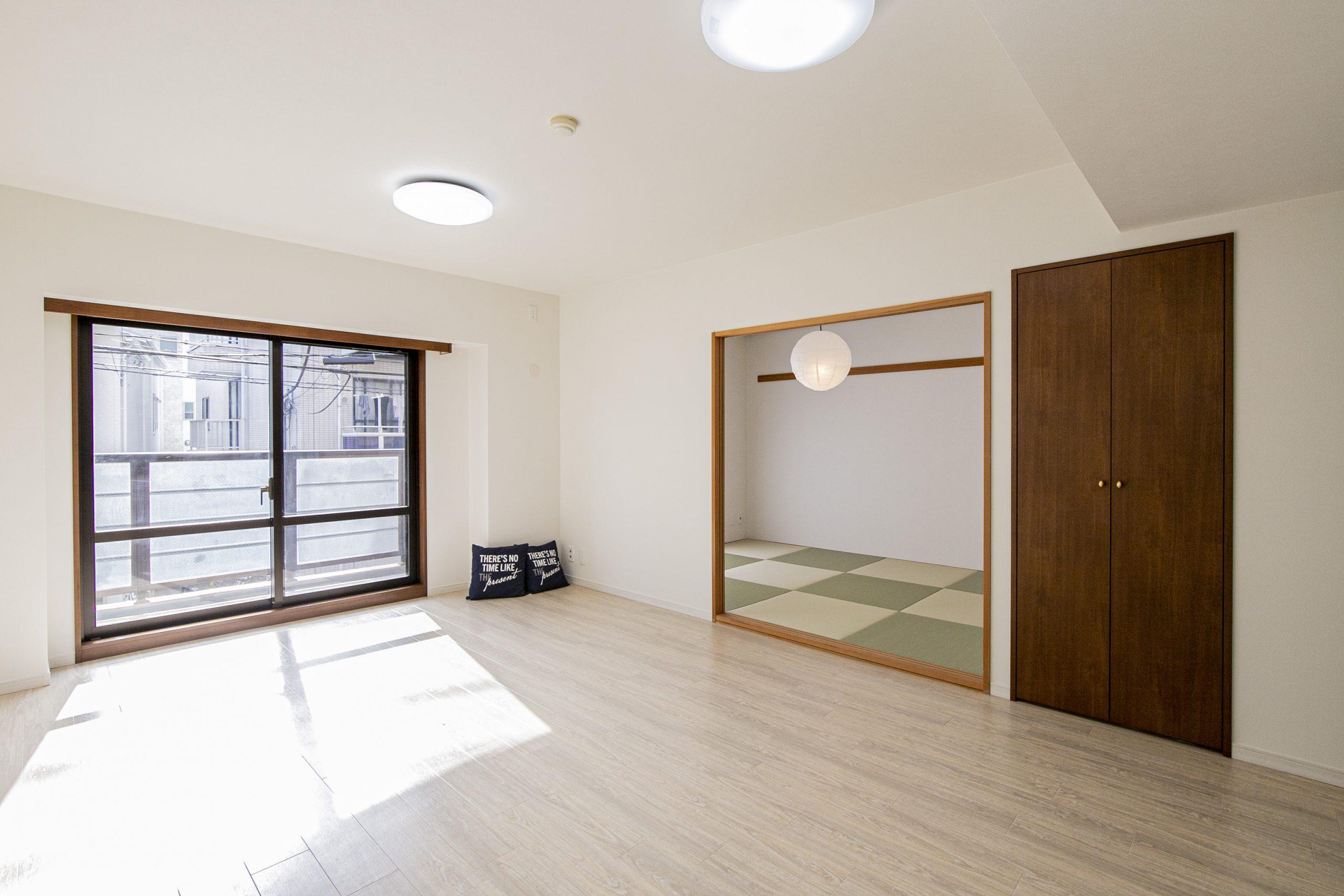 幡ヶ谷 リビングとキッチン、家族の会話をつなぐ窓
