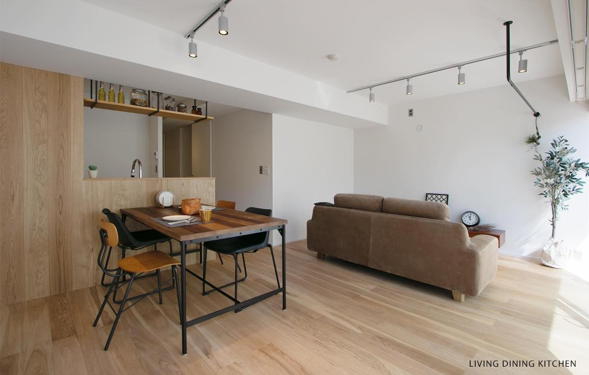 恵比寿 木の温もりを感じるカフェ空間