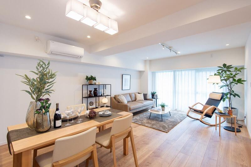 新宿御苑 L字バルコニーに囲まれた明るく風通しの良い部屋